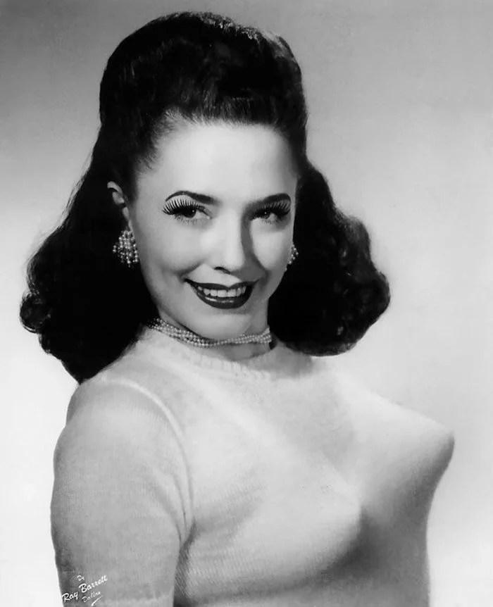 bullet bra fashion vintage sutiã cone moda mulheres anos 1940 1950 18 - Beleza da Mulher nas décadas de 40 e 50 e os sutiãs de bicudos