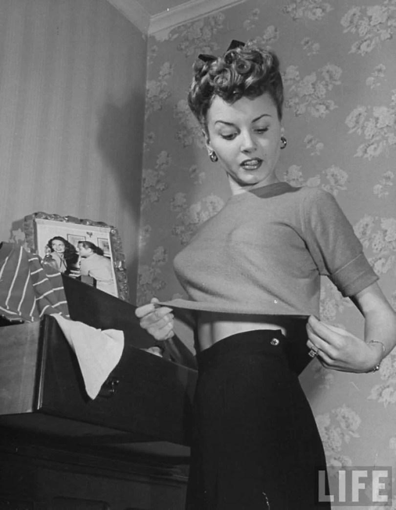 bullet bra fashion vintage sutiã cone moda mulheres anos 1940 1950 24 - Beleza da Mulher nas décadas de 40 e 50 e os sutiãs de bicudos