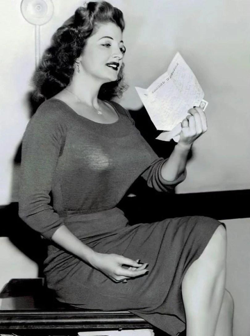 bullet bra fashion vintage sutiã cone moda mulheres anos 1940 1950 30 - Beleza da Mulher nas décadas de 40 e 50 e os sutiãs de bicudos