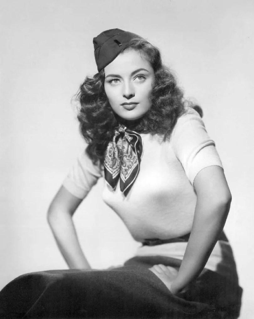 bullet bra fashion vintage sutiã cone moda mulheres anos 1940 1950 50 - Beleza da Mulher nas décadas de 40 e 50 e os sutiãs de bicudos