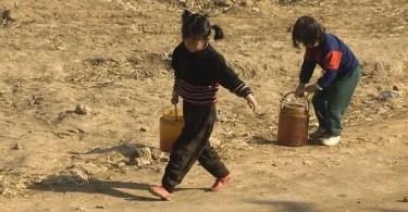 foto proibida crianças trabalhando na coreia do norte - Artista pinta rosto de mulheres em casa que será demolida na Austrália