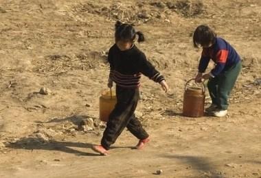 foto proibida crianças trabalhando na coreia do norte - As fotos proibidas da Coréia do Norte