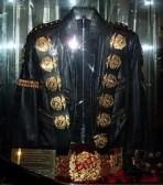 """Fotos, Curiosidades, Comunicação, Jornalismo, Marketing, Propaganda, Mídia Interessante micheal-jackson-jaqueta-jacketa-roupa """"Bad"""" de Michael Jackson foi gravado há 30 anos Música Vídeos  bad"""