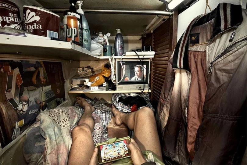 micro apartamentos de Hong Kong 11 - Fotos mostram realidade enfrentada em mini apartamento de Hong Kong