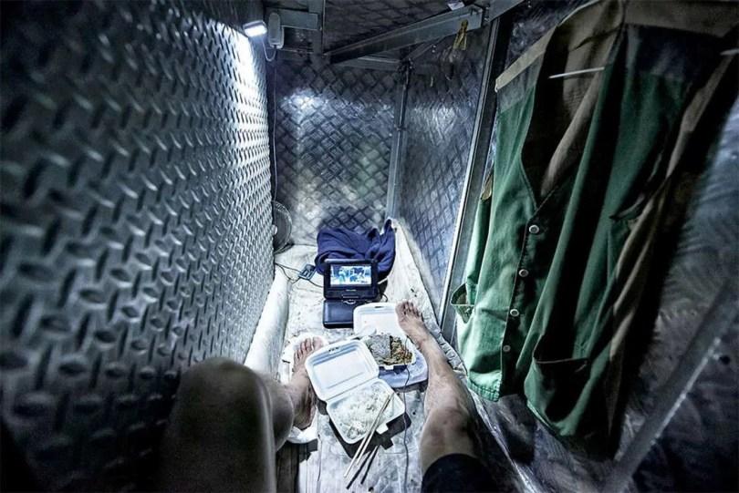 micro apartamentos de Hong Kong 7 - Fotos mostram realidade enfrentada em mini apartamento de Hong Kong