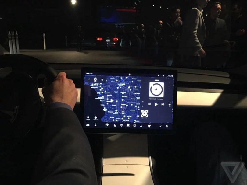 Fotos, Curiosidades, Comunicação, Jornalismo, Marketing, Propaganda, Mídia Interessante tesla-model-3-first-ride-011-1020.0 Tesla apresentou o carro popular que vai revolucionar o mundo Cotidiano Curiosidades  model 3 Carro popular da Tesla