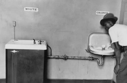 Fotos, Curiosidades, Comunicação, Jornalismo, Marketing, Propaganda, Mídia Interessante segregação-racial-nos-eua Vídeo: 29 Fotos de quando a segregação racial era permitida nos EUA Cotidiano Vídeos  segregação racial nos EUA