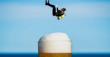 Fotos, Curiosidades, Comunicação, Jornalismo, Marketing, Propaganda, Mídia Interessante sexta-cerveja-photoshop-mergulhador1 Imagens de editadas no Photoshop de forma irônica Fotos e fatos Humor  Imagens de editadas no Photoshop