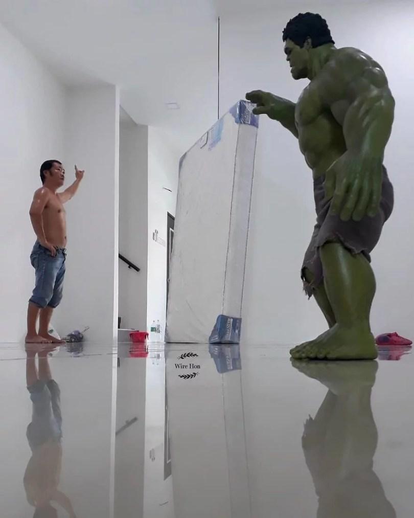 jogo de camera 8 - Homem tira fotos com super-heróis - Genial e engraçado!