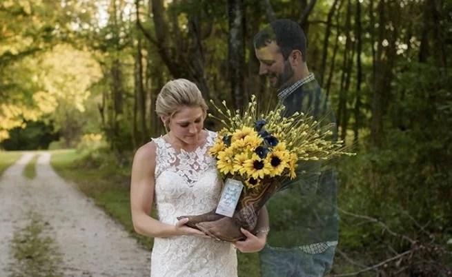 Em vez de cancelar o casamento esta noiva viúva levou fotos com seu noivo - Em vez de cancelar o casamento, esta noiva viúva levou fotos com seu noivo