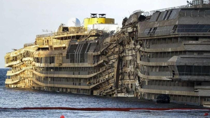costa concordia - Primeiras imagens do Costa Concordia depois de ser resgatado em 2014
