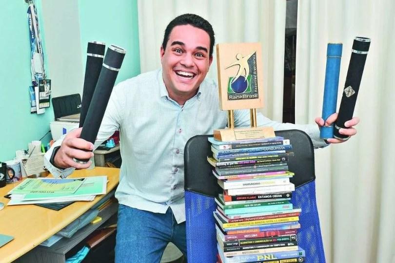 pessoa com mais diplomas universitarios do brasil Luiz Guilherme Nascimento da Fonseca - Pessoa com mais diplomas Universitários do Brasil