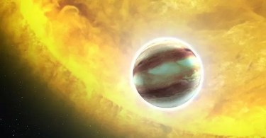 Strangest Exoplanets Out There 5bbcaca66be74  700 - Bohemian Rhapsody: Compare cenas reais com as do filme