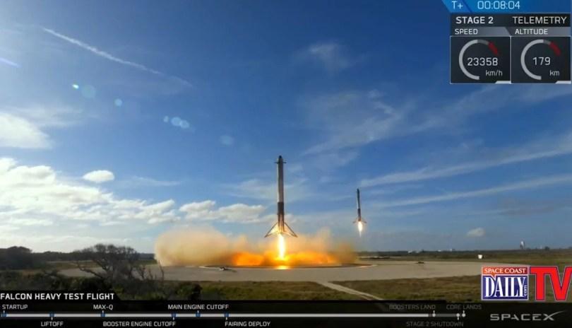 SpaceX Falcon Heavy Booster Engines Land 580 2 - Veja as várias tentativas da SpaceX até chegar a quase perfeição