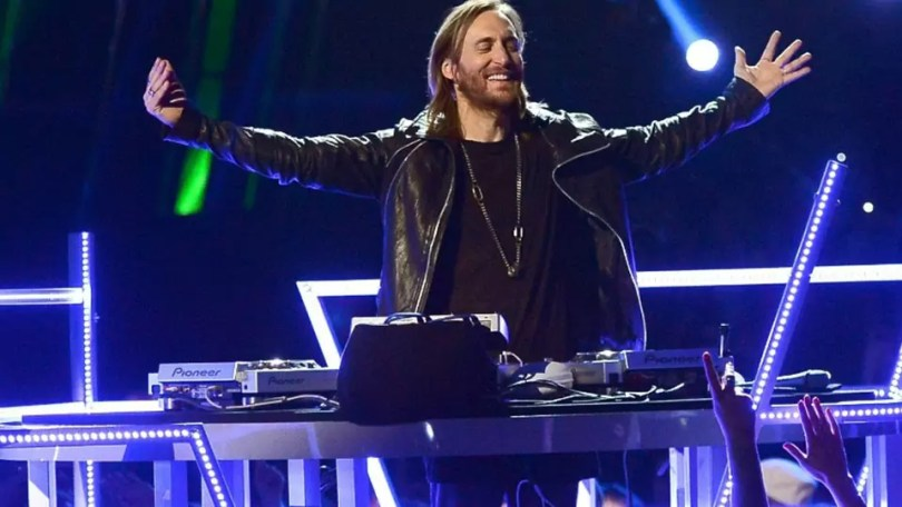 """Dj David Guetta - 16 músicas brasileiras que mais estão """"bombando"""" nas baladas na gringa"""