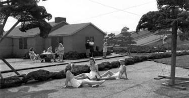 boeing fake rooftop town world war seattle coverimage - Fotos perdidas de Vivian Maier do dia a dia americano nas décadas de 50 e 60