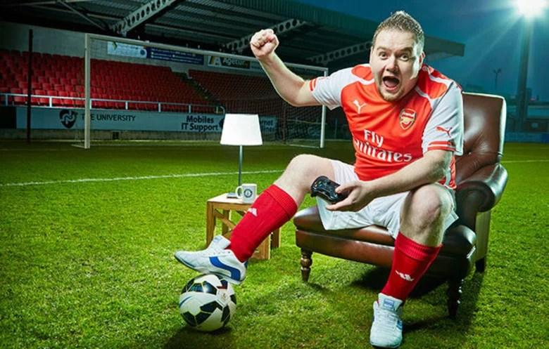 recorde video game guiness book - Esse cara quebrou o recorde de maior tempo jogando video game no futebol