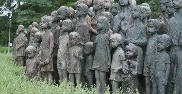 sculptures children of lidice czechoslovakia czech republic 1 5d2d8c0690a35  700 - 56  Tatuagens em 3D que irão bagunçar sua mente