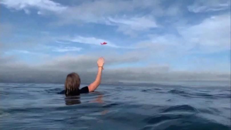 piloto dentro da agua - Piloto filma seu avião que esta dentro d'água e é resgatado
