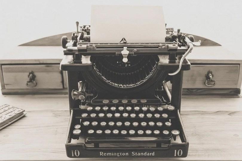 maquina de escrever - Qual é a maior palavra do Inglês, do português e do mundo?