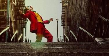coringa na escada - Ele fotografou Cosplayers e os inseriu em Pôsteres