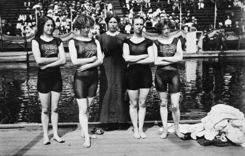 foto2 meninas da natação primeira - 20 fotos jornalísticas que mudaram conceitos no Mundo e você nunca viu