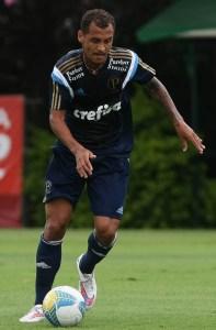 Recuperado de lesão, o meia Alan Patrick volta a ser relacionado (Cesar Greco/Ag Palmeiras/Divulgação)