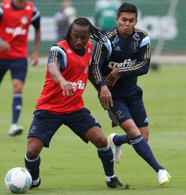 Arouca treina, mas terá estréia adiada. Créditos: Cesar Greco/Ag Palmeiras/Divulgação