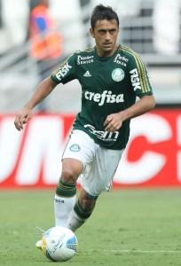 O jogador Robinho, em campo pelo Palmeiras no Campeonato Paulista de 2015. Créditos: Cesar Greco/Ag Palmeiras/Divulgação
