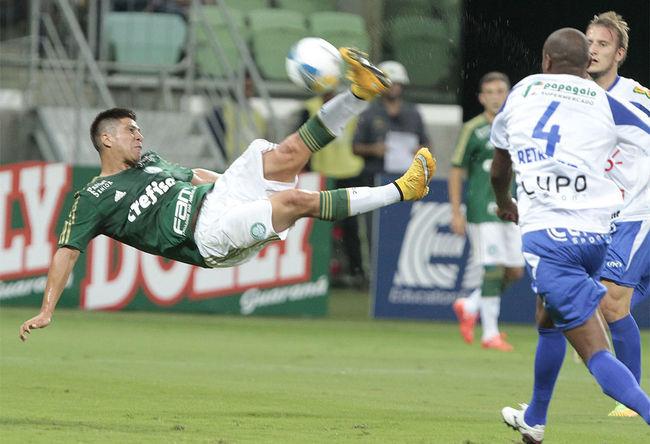 Cristaldo em voleio, após lindo passe de dudu. Palmeiras 3 X 0 Rio Claro Camp. Paulista 2015 Quarta Rodada