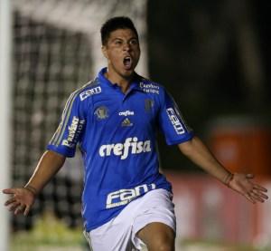 Cristaldo comemora após abrir o placar contra o Vitória da Conquista. (Cesar Greco/Ag.Palmeiras/Divulgação)