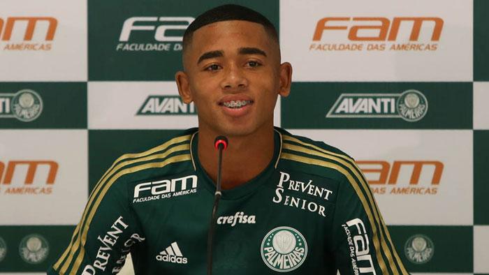 Gabriel Jesus encarou sua primeira coletiva de imprensa (Cesar Greco/Ag. Palmeiras/Divulgação)