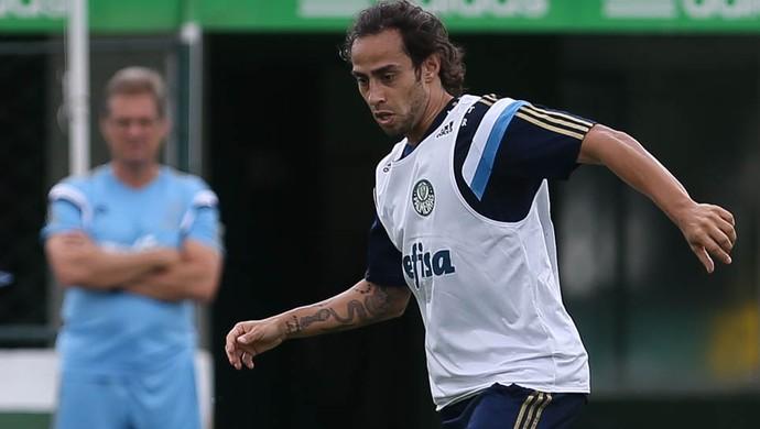 Valdivia é observado por Oswaldo de Oliveira em treinamento do Verdão (Cesar Greco/Ag. Palmeiras/Divulgação)