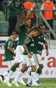 Rafael Marques comemora um de seus gols sobre o São Paulo na vitória de 3x0. (Cesar Greco/Ag. Palmeiras/Divulgação)