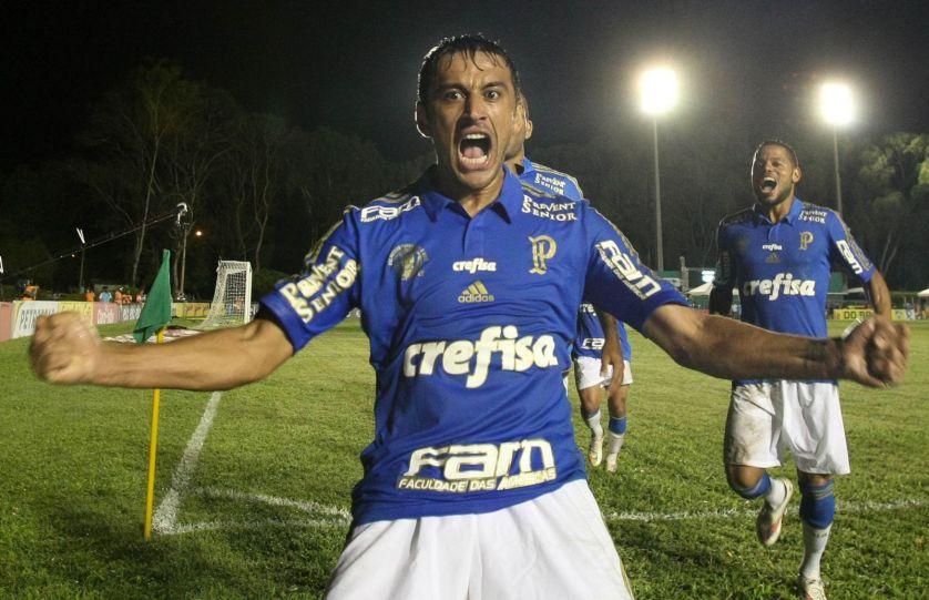 Mais valiosa do Brasil, camisa do Palmeiras já exibe as marcas Crefisa, Prevent Senior, Faculdade das Américas (FAM) e Tim. (Cesar Greco/Ag. Palmeiras/Divulgação)