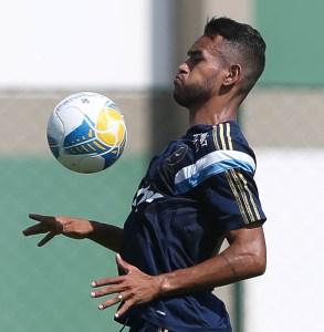 Titular contra o Corinthians, Jackson está à disposição de Oswaldo de Oliveira  (Cesar Greco/Ag. Palmeiras/Divulgação)