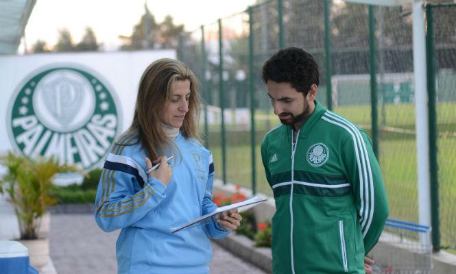 A nutricionista Alessandra Favano teve que adaptar a alimentação dos jogadores para partida de manhã Foto: Rogerio Montenegro