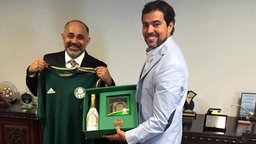 O Ministro George Hilton (à esq.) e o coordenador da base do Verdão, João Paulo Sampaio, reuniram-se no Ministério do Esporte nesta terça. (Divulgação)