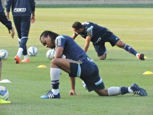 Titulares no jogo de domingo fizeram trabalho regenerativo na Academia de Futebol. (Mídia Palmeirense)