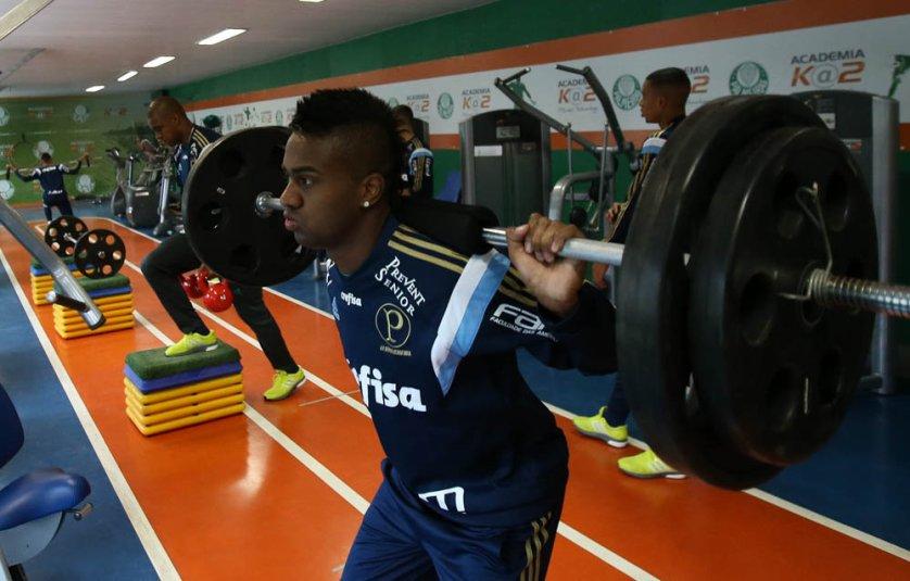 Nesta manhã de quarta-feira (22), os jogadores fizeram exercícios na sala de musculação do clube. (Cesar Greco/Ag. Palmeiras/Divulgação)