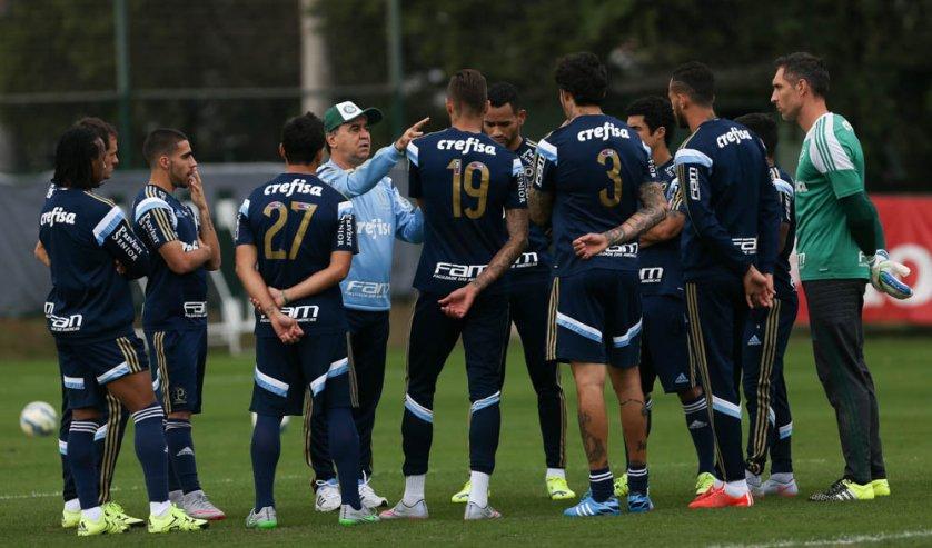 Marcelo Oliveira esboçou o time que deve enfrentar o Vasco no domingo. (Cesar Greco/Ag Palmeiras/Divulgação)