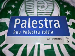 Palmeirenses criam réplica da placa da Rua Palestra, você pode guardar um pedaço da história alviverde em sua casa. (Divulgação)