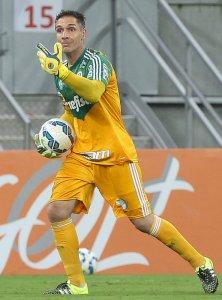 Fernando Prass, com várias defesas espetaculares, ajudou o Verdão a sair de Recife com o empate. (Cesar Greco/Ag. Palmeiras/Divulgação)