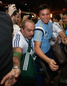 Torcedores exaltaram o carinho da torcida palmeirense na recepção em Londrina. (Cesar Greco/Ag. Palmeiras/Divulgação)