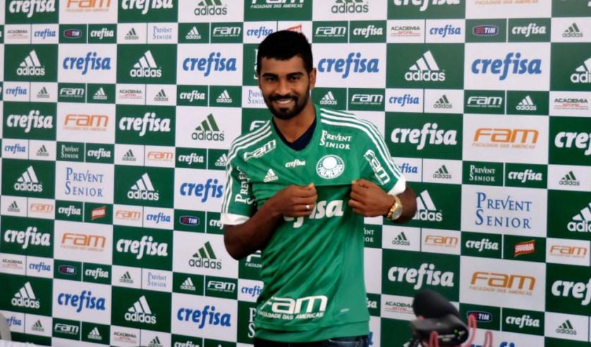 Thiago Santos veio do América-MG e já está à disposição de Marcelo Oliveira. (Fabio Menotti/Ag.Palmeiras/Divulgação)