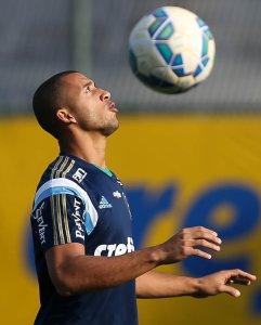 Vitor Hugo participou normalmente das atividades na tarde desta quarta (5). (Cesar Greco/Ag.Palmeiras/Divulgação)