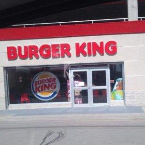 Inauguração da loja foi realizada nesta sexta-feira (31). (Instagram:@pomonews/Reprodução)
