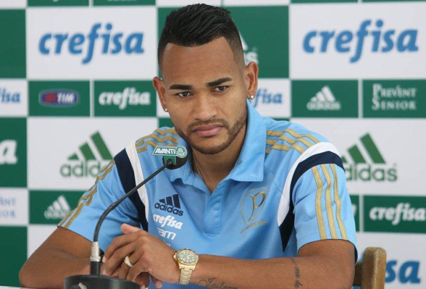 Nesta terça-feira (15), o zagueiro Jackson concedeu entrevista coletiva na Academia de Futebol. (Cesar Greco/Ag. Palmeiras/Divulgação)