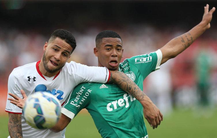 Gabriel Jesus não saiu satisfeito com seu desempenho no clássico. (Cesar Greco/Ag. Palmeiras/Divulgação)