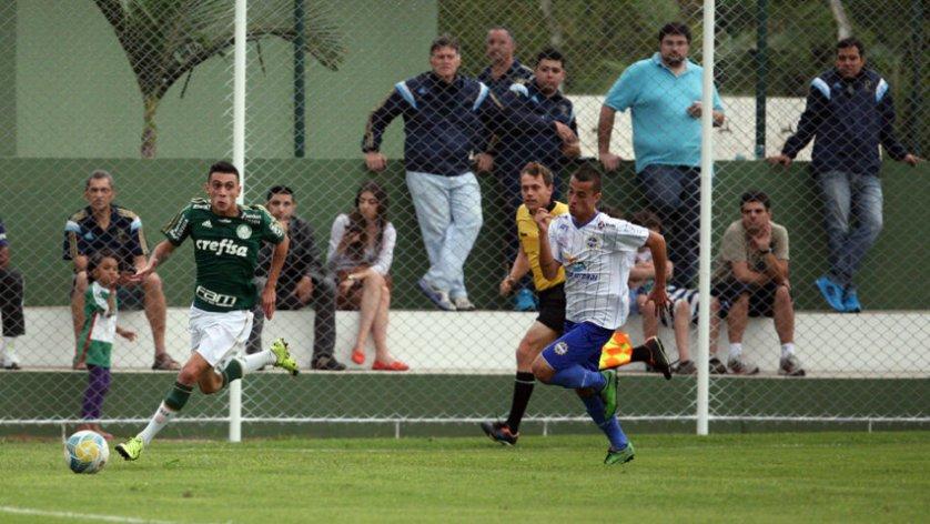 Verdão estreou a arquibancada construída no CT da base com goleada. (Fabio Menotti/Ag.Palmeiras/Divulgação)